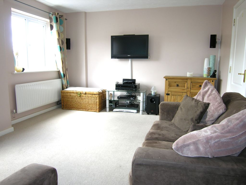 Property Details For 21 Lotus Way Stafford St16 3fy Zoopla