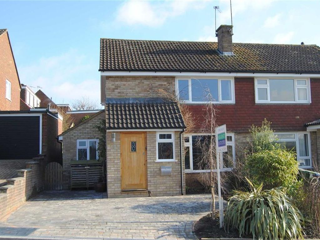 Property Details For 2 Normandy Drive Berkhamsted Hp4 1jw Zoopla
