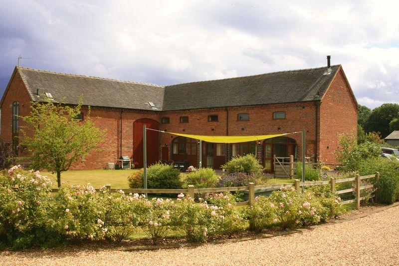 Property details for 2 Oulton Farm Barns Oulton Lane Oulton Norbury