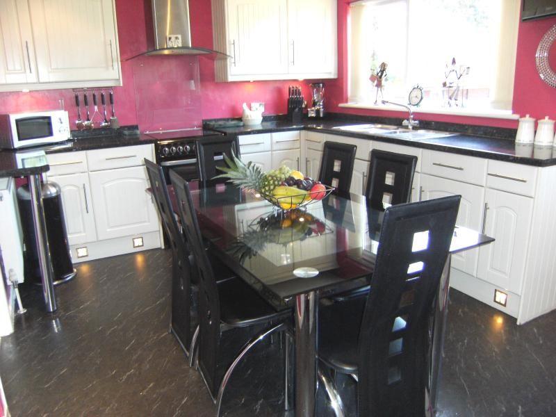 Property Details For Heath Cottage Wakefield Road Dewsbury Wf12 8et Zoopla