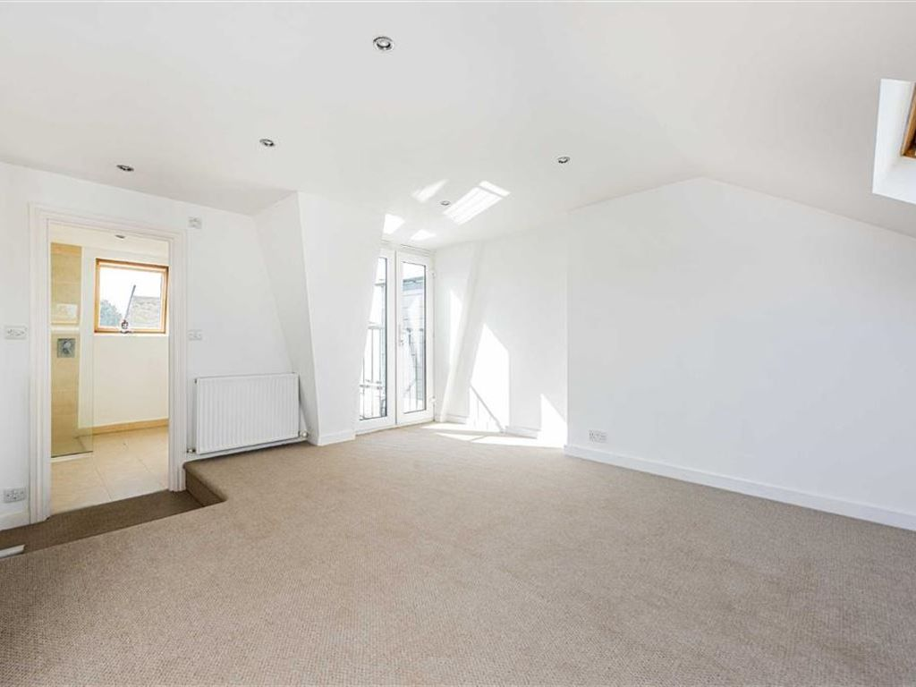 Property details for 21a Steerforth Street London SW18 4HH