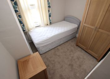 Thumbnail Room to rent in Curzon Street - Room 2, Reading