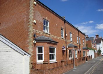 3 bed flat to rent in Queens Road, Guildford GU1
