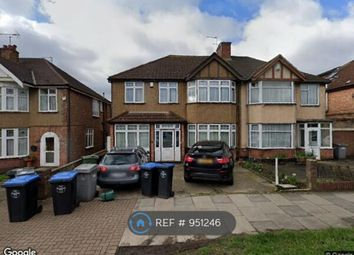 3 bed maisonette to rent in Stag Lane, London NW9
