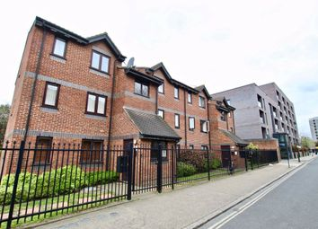 2 bed flat to rent in Rouel Road, London SE16