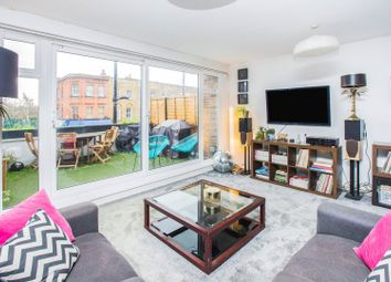 Bethnal Green Road, London E2. 2 bed flat