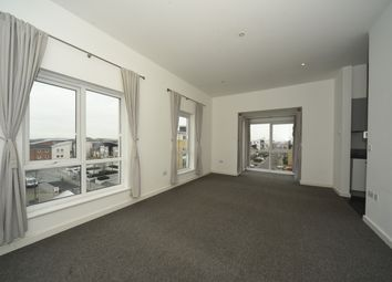 Thumbnail 3 bedroom flat to rent in Gweal Avenue, Reading