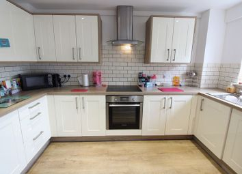 Thumbnail 2 bed flat to rent in Eastleigh Road, Bishopstoke, Eastleigh