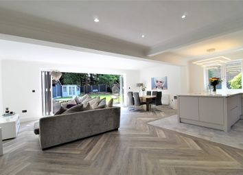 The Sheilings, Essex RM11. 5 bed detached house