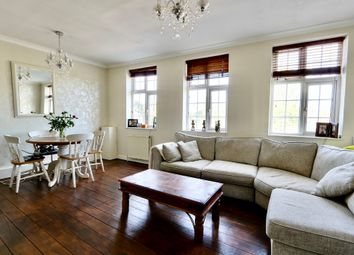 Long Lane, Ickenham UB10. 2 bed flat