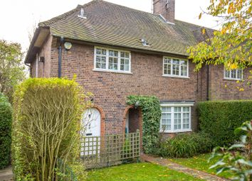 Thumbnail 2 bedroom maisonette for sale in Neale Close, East Finchley, London