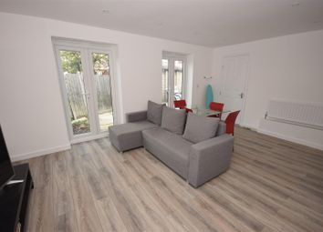 Thumbnail 4 bed property for sale in Crossway, London