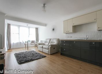 3 bed flat to rent in Kingsway, Hove BN3