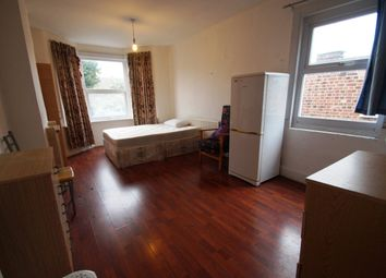 Thumbnail Room to rent in Warham Road, London