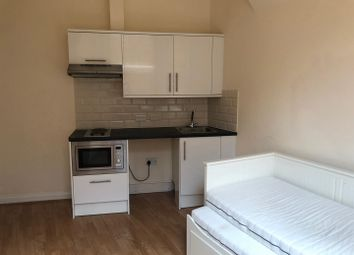 Thumbnail Property to rent in Stockwood Crescent, Luton