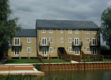 Thumbnail 4 bed town house to rent in Kingfisher Court, Earith