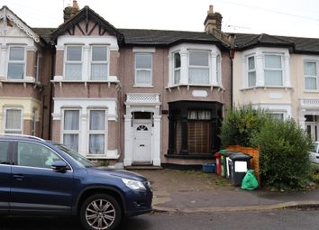 3 bed flat to rent in Valentines Road, Ilford, Essex IG1