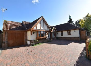 Gloucester Avenue, Rayleigh SS6. 3 bed detached bungalow