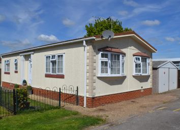 Thumbnail 2 bedroom mobile/park home for sale in Mere Oak Park, Three Mile Cross, Reading