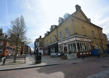 2 bed flat to rent in High Street, Rochester, Kent ME1