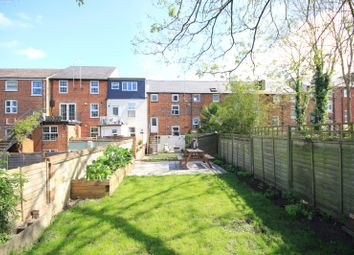 Thumbnail 2 bedroom flat for sale in Zinzan Street, Reading