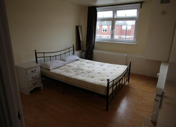 Thumbnail 2 bed flat to rent in Farnham Court, London