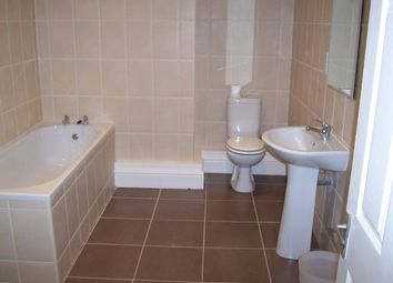 Thumbnail 6 bed terraced house to rent in Carberry Road, Hyde Park, Leeds
