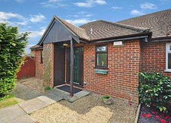 Thumbnail 1 bedroom bungalow to rent in Woodley, Reading