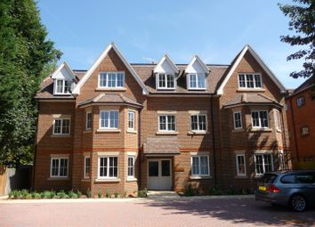 Thumbnail 2 bedroom flat to rent in Bonehurst Road, Horley