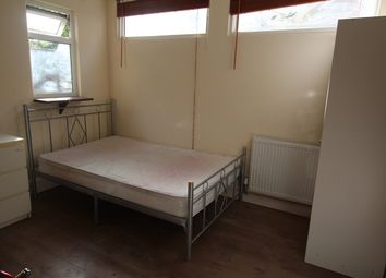 Thumbnail Studio to rent in Perth Road, Gantshill, Ilford