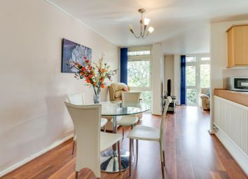 2 bed flat to rent in Manor Court, Weybridge KT13