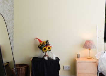 Thumbnail 2 bed flat to rent in Meadowbank Crescent, Edinburgh