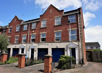 Thumbnail 3 bed town house for sale in Lock Keepers Court, Hull
