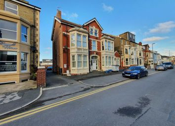 2 bed flat to rent in Alexandra Road, Blackpool FY1