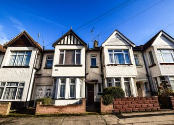 Thumbnail 1 bed flat to rent in Tintern Avenue, Westcliff-On-Sea