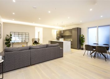 Adams Close, Finchley N3. 2 bed flat for sale