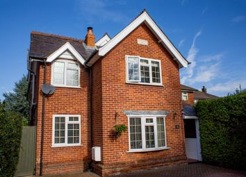 Thumbnail 4 bed detached house to rent in Broadway, Knaphill, Woking