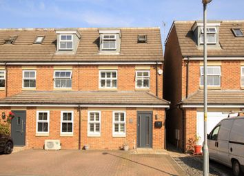 Stratford Close, Aston Clinton, Aylesbury HP22. 3 bed end terrace house