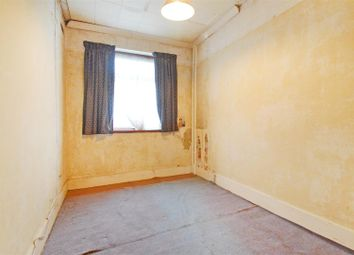 3 bed property for sale in Chalk Road, Gravesend DA12