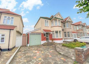 Collinwood Gardens, Clayhall IG5. 3 bed end terrace house