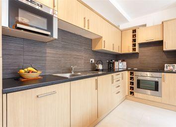 Thumbnail 2 bedroom flat to rent in Peascod Street, Windsor