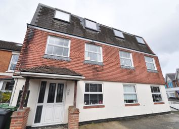 2 bed flat to rent in Essex Road, Basingstoke RG21