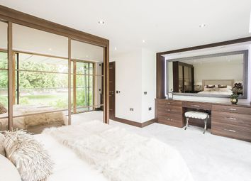2 bed flat for sale in Centurion Court, South Woodford E18