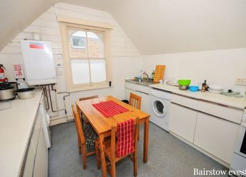 Thumbnail 3 bed flat to rent in High Road, North Finchley