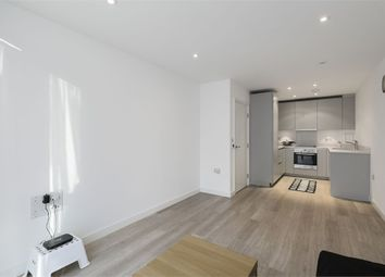 Thumbnail 1 bed flat to rent in 1 Saffron Central Square, Croydon, Surrey