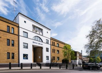 Thumbnail 4 bed flat to rent in Thornhill Bridge Wharf, Caledonian Road, London