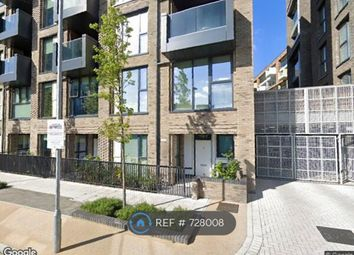 Thumbnail Room to rent in Centenary Heights, London