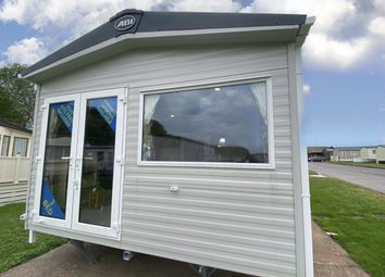 3 bed mobile/park home for sale in Hoburne Holiday Park, Blue Anchor Bay Rd, Minehead, Somerset TA24