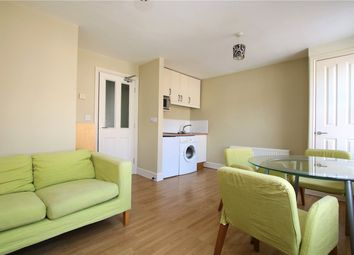 Thumbnail 1 bed flat to rent in Zinzan Street, Reading, Berkshire
