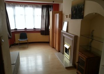 Thumbnail Room to rent in Wills Cresent, Whitton Borders, Whitton Borders, Whitton, Twickenham